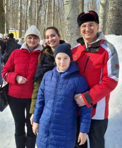 Влад Артюков с семьейСолнце, блины  и весеннее настроение Масленица-2019 Город счастливых семей