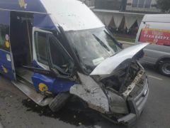 ДТП в Чебоксарах. Фото: МВД по ЧРВ Чебоксарах микроавтобус врезался в столб, в соцсетях выдвигают версии случившегося ДТП