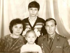 Семейное фото на память (1987 г., из альбома Беловых)Преступнику  уйти не дал Нацгвардия День войск национальной гвардии