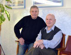Николай Иванов (слева) и Геннадий Кучеренко. Фото Валерия БАКЛАНОВАПравозащитники  на общественных началах