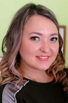Елена Барягина, воспитатель детсада № 50Раскрыли таланты на бульваре День города Новочебоксарск-2019