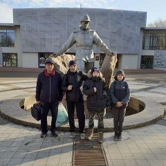 #ВместеГордимся. Новочебоксарская команда боксеров-победителей в Елабуге у памятника нефтяникам.Короли ринга