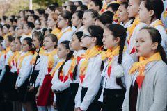 Более 600 звонких детских голосов пели лучшие песни на русском языке.Наша сила в единстве Чебоксарский кинофестиваль-2017 сводный детский хор День славянской письменности и культуры