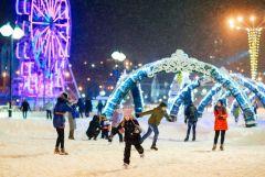 В Чебоксарах на Красной площади откроется самый большой каток в Чувашии.Зима, Новый год! А мы — в путешествие! время отдыхать в Чувашии