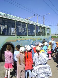 DSC03991.JPGНа экскурсию  на троллейбусе троллейбус