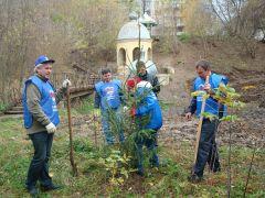 DSC06136.JPGДепутаты посадили деревья Посади дерево и сохрани его Олег Матвеев депутаты Соборная площадь