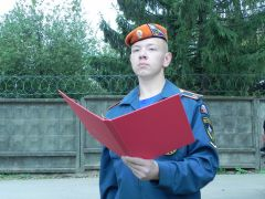 Новочебоксарец Александр Андреев принимает присягу.  Фото Валерия ФУРАЖКИНАКурсант академии