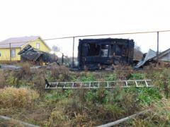 Последствия пожара. Фото СКРПо факту пожара в Порецком районе, в результате которого погибли четыре человека, возбуждено уголовное дело возгорание