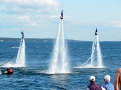 """15 метров над водой: шоу """"Летающих людей"""" надолго запомнится жителям Чувашии. Кто сказал, что люди не летают Чебоксары-550 550 лет Чебоксарам"""