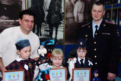 DSC_01452-800x600.jpgПолицейские Чувашии наградили победителей конкурса «Полицейский Дядя Степа» 300 лет российской полиции День полиции