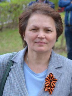 Валентина Петрова, директор школы № 5 Новочебоксарска.Со слезами на глазах День Победы