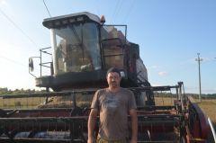 """Денис Гаврилов, 37 лет, из деревни Синьялы.""""Грани"""" узнали каково это быть комбайнером Человек труда"""