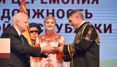 Олег Николаев получил шубр как напоминание о чувашских традициях и доверии народа Глава Чувашии Олег Николаев