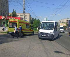 Место ДТППассажирский микроавтобус попал в аварию в Новочебоксарске ДТП