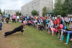 Den-Nchk-2015_21.jpg«Зарядку со звездой» в Новочебоксарске посетил М.Игнатьев 55 лет Новочебоксарску