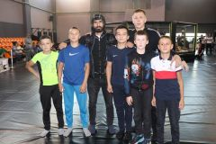 Действующие чемпионы Махмадраджап Юсупов и Денис Вазюков с будущими звездами смешанных единоборств. Смешанные единоборства Смешанные единоборства
