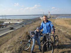Дмитрий Уржумцев с сыномГидроэнергетики Чебоксарской ГЭС подержали Всероссийскую акцию  «На работу на велосипеде» РусГидро