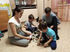 Алевтина с мужем и младшими детьми: совместные игры — любимое время.Мама, дети, карантин: как это было Личный опыт #стопкоронавирус