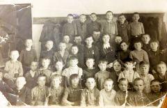 Валентина в 1-м классе. 10 января 1947 года (во втором ряду четвертая слева).Ждали чуда, что папа жив Лица Победы Дети войны Бессмертный полк