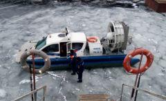 Эвакуация людей со льда проводилась судном на воздушной подушке «Марс-700»В Чувашии с дрейфующей льдины спасли 12 рыбаков-экстремалов  спасатели рыбаки ГИМС