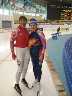 Галина Казанбаева (слева) с подругой из Перми конькобежкой Аллой Березиной, которой 80 лет. Нужно не только мышцы тренировать, но и мозг Активное долголетие