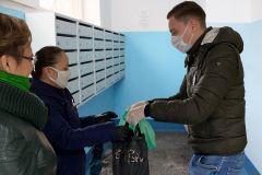Предприниматель Илья Михайлов доставляет продуктовые наборы нуждающимся горожанам.В едином порыве Я - волонтер Бумеранг добра #мывместе