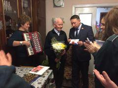 Участник Великой Отечественной войны Михаил Иванович Сорокин принимает поздравления с 95-летием 75 лет Победе