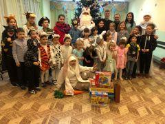 Приставы Новочебоксарска по традиции в преддверии новогодних праздников поддержали детей Новый год - 2020