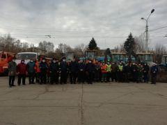 Проверка техникиВ Новочебоксарске провели флешмоб о ПДД и проверили снегоуборочную технику ГИБДД сообщает