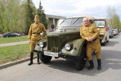 Анатолий ИСАЕВ (справа)Наследники Великой Победы День Победы