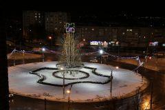 Иллюминация на центральном кольце Новочебоксарске.  Фото Марии СМИРНОВОЙГород сияет огнями  Новый год-2018