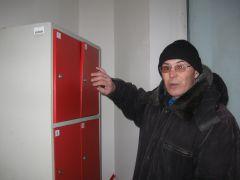 Виктор у злополучной камеры № 2.К камерам хранения  воров тянет магнитом Магнит магазин кража