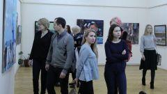 """На """"Первой молодежной выставке"""" в Новочебоксарском художественном музее представили 19 молодых художников. Фото автораЗдравствуй, племя молодое! первая молодежная выставка"""