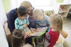 """Фото Марии СМИРНОВОЙНовочебоксарская газета запускает новый проект """"Грани"""" читают детям"""" Грани читают детям"""