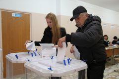 Наталия Мижерадзе, голосовавшая на выборах первый раз, рассказала, что она быстро разобралась, где получить бюллетени и что с ними нужно делать.Показательный момент:  кому доверяют горожане? фоторепортаж Выборы-2016