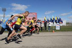 Фото Марии СМИРНОВОЙСпортивный дух в каждом забеге юбилейной XXV легкоатлетическая эстафета на призы газеты ГРАНИ