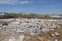 Свалка с видом на Речной бульвар по ул. Ивановской.Окружили! мусор в городе