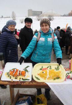Вот такими рыбными вкусностями угощали гостей кулинары-любители.Ни хвоста, ни чешуи  зимний рыболовный фестиваль