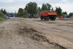 """Дорога до """"Нерудстрома"""": то яма, то канава. Фото Марии СМИРНОВОЙВсе дворы, все дороги приведут в порядок в Новочебоксарске до 2022 года. Продолжение дороги дворы"""