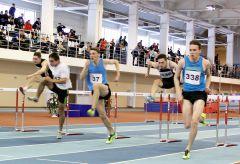 Спринт: 60 метров с барьерами. Фото Александра СИДОРОВАПобеда хозяев трассы легкая атлетика