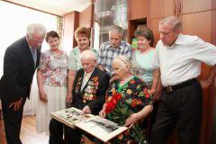 Годами долгими негаснущий костер юбиляры С Днем семьи любви и верности!