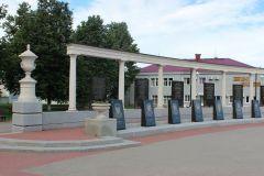 О том, что Поныри и окрестности когда-то были ареной тяжелых сражений, сегодня напоминают памятники, обелиски и памятные знаки. Здесь ковали Победу Курская дуга Бессмертный полк