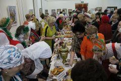 Национальные блюда расходились на ура. Фото из архива редакцииЗакружит хоровод дружбы