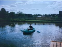 Мой сын Станислав на пруду. Фото автораМилее моря  мне пруд в родной деревне Буинск