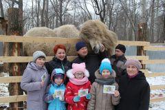 Победители получили единый билет на посещение зоопарка в течение месяца.  Фото Марии СМИРНОВОЙИмя ему — Бархан 2017 - Год экологии и особо охраняемых природных территорий 2017 - Год Ельниковской рощи