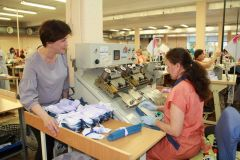 Ирина Шомина (слева).Одевающие мужчин Человек труда 10 июня — День работников легкой и текстильной промышленности