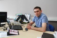 Сергей Порфирьев.Одевающие мужчин Человек труда 10 июня — День работников легкой и текстильной промышленности