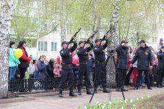 IMG_0577.JPGБолее 2 тысяч новочебоксарцев прошли в колонне Бессмертного полка