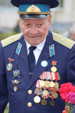 IMG_0592.JPGБолее 2 тысяч новочебоксарцев прошли в колонне Бессмертного полка