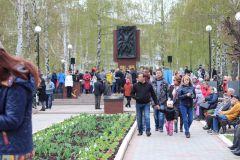 IMG_0600.JPGБолее 2 тысяч новочебоксарцев прошли в колонне Бессмертного полка